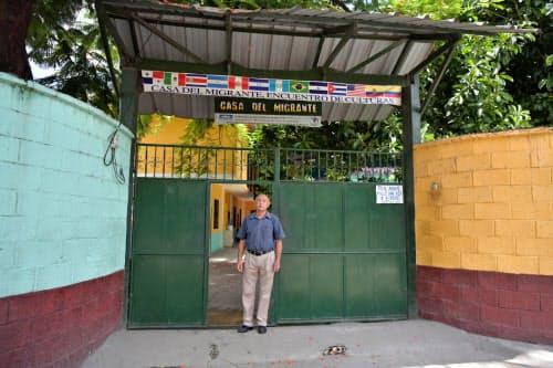 米国を目指す移民が体を休める「移民の家」とコーディネーターを務めるマリオ・モラレス氏(グアテマラ西部テクン・ウマン)