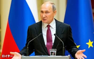 21日、ヘルシンキで記者会見したロシアのプーチン大統領=ロイター