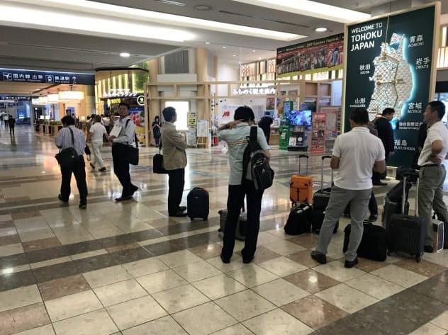 仙台空港の到着ロビーは民営化後にJTBが運営する観光案内所や、プロントコーポレーションが手掛けるラウンジが入居した