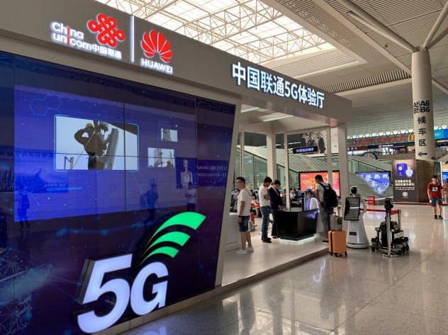 中国政府は5Gの普及を推進する(中国聯通のブース、河南省鄭州)
