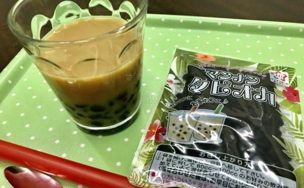 マンナンタピオカは、糖液ごと紅茶などに混ぜられる