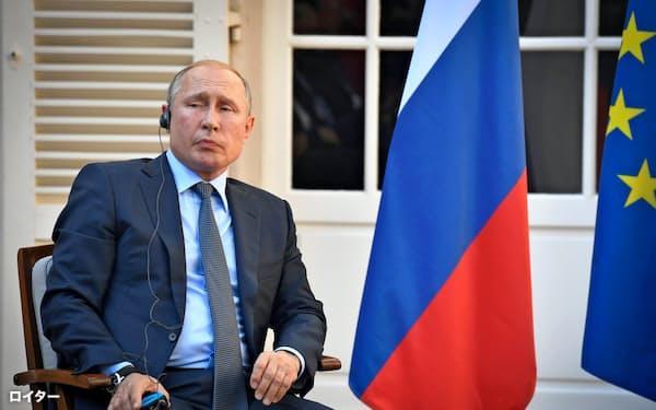 ロシアのプーチン大統領はG20などG7以外の枠組みを重視する考えを示した(19日、フランス南部ブレガンソン)=ロイター