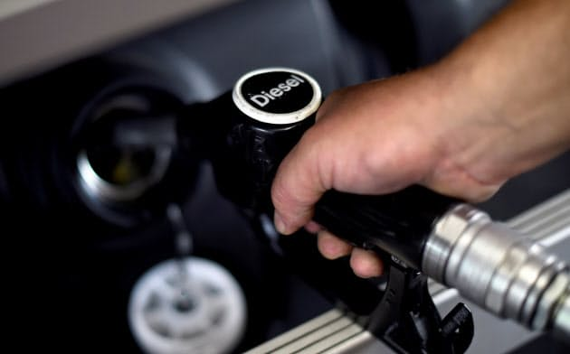 石油備蓄量を減らせ?#23567;?#20379;給が長期間途絶した際、軽油など輸入に?#26469;妞工?#29123;料が不足する恐れもある=ロイター