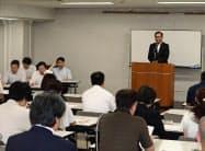 初会合には介護施設や日本語学校の関係者らが集まった(23日、千葉市内)