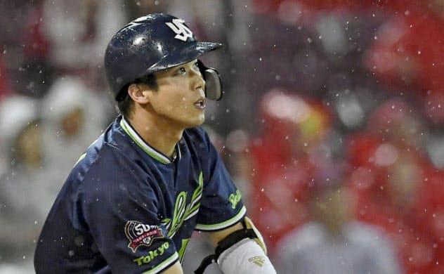 今季の山田哲は選球眼に磨きがかかっている=共同