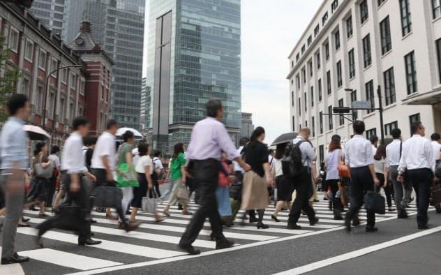 介護保険料年10万円超 大企業の社員、負担ずしり