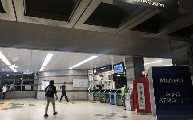 バレーボールの競技終了後、最寄りのりんかい線「東雲駅」には観客らが集中する(東京・江東)