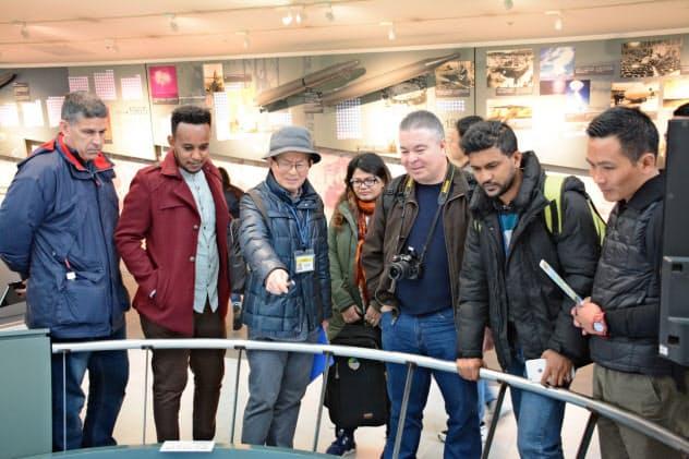 長崎原爆資料館には連日多くの外国人観光客が訪れる(長崎平和推進協会提供)