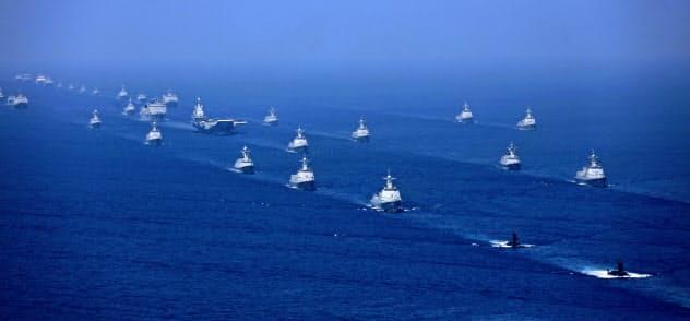 中国は南シナ海で軍事行動を活発化している(2018年4月の演習、新華社=AP)