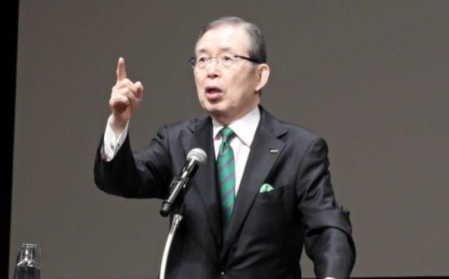 日本電産会長の永守重信氏は全国の高校から集まったPTA代表者を前に教育論を展開した