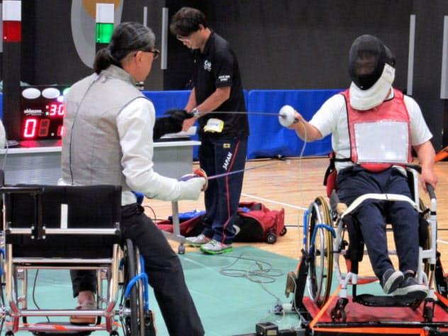 複数のパラリンピック競技を一度に体験することができる(4日、東京都品川区)=東京都提供