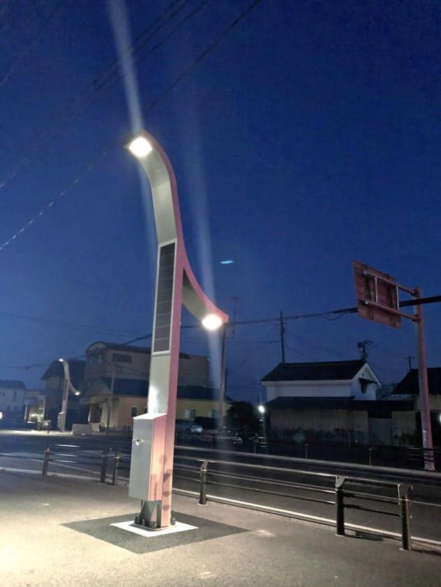 3月に福島県?#31169;?#30010;に設置した、EV車載電池再利用の街路灯。量産機はサイズを小さくし、価格を大幅に下げる。