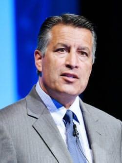 ブライアン・サンドバル氏 ネバダ州のゲーミング委員会委員長としてラスベガスの風紀改善などに注力。10年ネバダ州知事。19年MGM入社、現職。