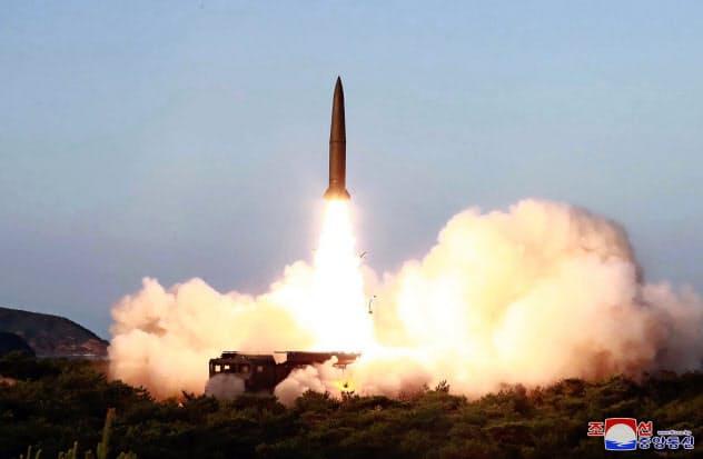 7月25日に北朝鮮が発射した短距離ミサイルとみられる飛翔体=AP
