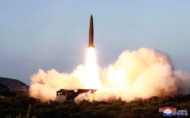 7月25日に北朝鮮が発射した短距離ミサイルとみられる飛翔体=朝鮮中央通信?AP