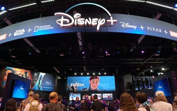 ディズニーは2年に1度のファン向けイベントで11月に始める動画配信サービス「ディズニー+」を大々的に宣伝した(23日、米カリフォルニア州アナハイム)