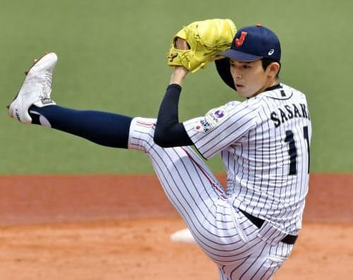 駒大野球部との練習試合に登板した高校日本代表の佐々木朗希(24日、東京都内)=共同