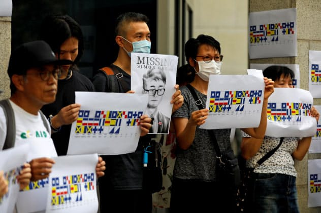 香港では英総領事館員の釈放を求める声が高まっていた=ロイター