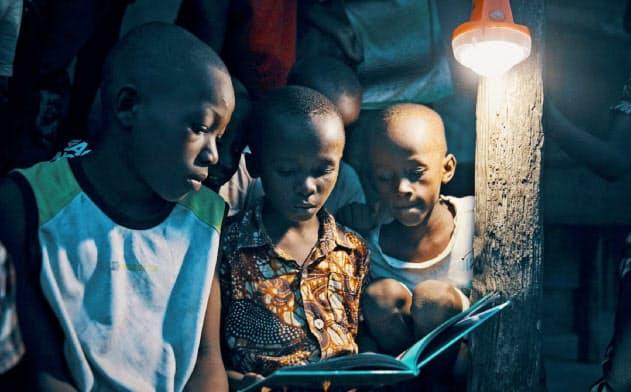 ワッシャは1晩単位でLEDランタンを貸し出す(タンザニア)
