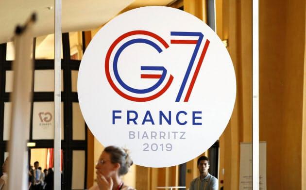 G7サミットの初日討議は夕食会の形で外交・安全保障をテーマに約2時間50分にわたった(24日、フランス南西部ビアリッツ)=共同