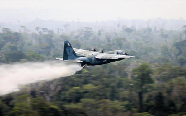 ブラジル軍、アマゾン森林火災消火へ4.3万人出動