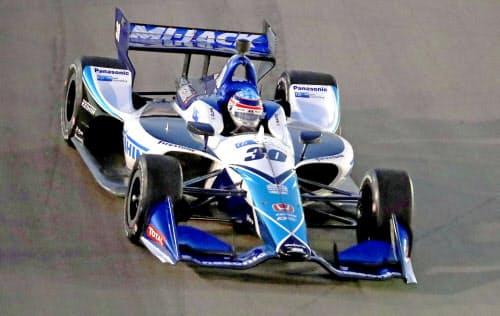 インディカー・シリーズ第15戦で優勝した佐藤琢磨(24日、米イリノイ州マディソン)=AP