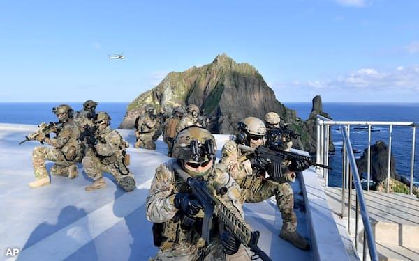 島根県竹島(韓国名・独島)で訓練する韓国軍=韓国軍提供・AP