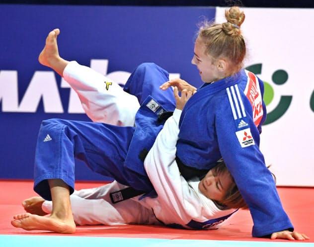 女子48キロ級決勝でウクライナ選手に技ありを取られた渡名喜(下)