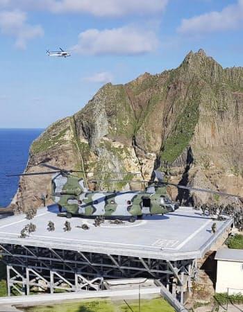 25日、島根県の竹島(韓国名・独島)の防衛などを想定して始めた訓練で、竹島に上陸した韓国軍部隊=聯合・共同
