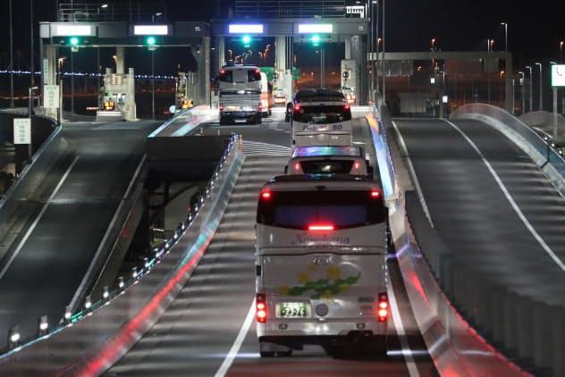 25日には選手村から新国立競技場までのバスの隊列走行テストが行われた(東京都江東区)