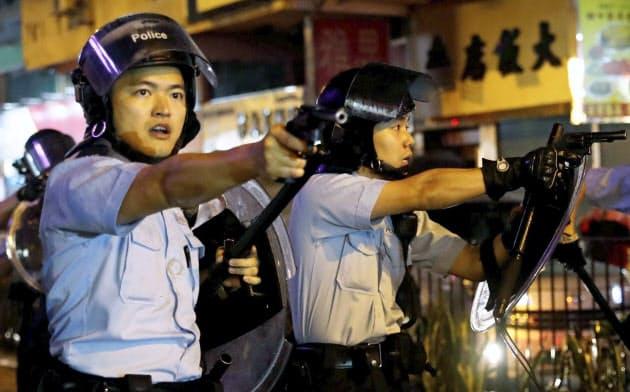 香港デモ衝突、警察が発砲