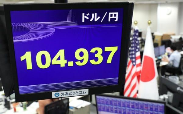 1ドル=104円台後半で推移する外為市場(26日午前、東京都港区)
