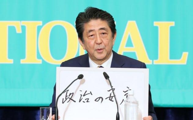 安倍晋三首相は7月3日、日本記者クラブでの党首討論会でさらなる消費税増税の「10年不要」論を口にした