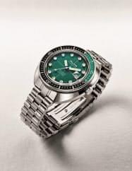 シチズン時計は機械式腕時計の復刻モデルに新色をそろえ9月中旬に発売する(カラーはグリーン)