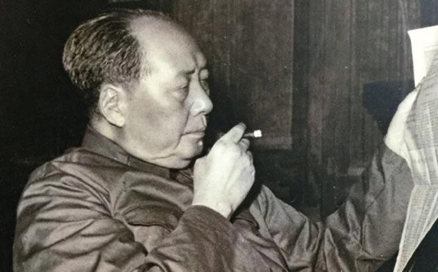 習近平主席には毛沢東と同じ「人民の領袖」という称号が大々的に使われ始めた(中国内の展示から)