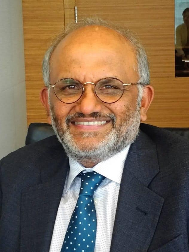 Shantanu Narayen インド生まれ。印オスマニア大で電子工学専攻。米オハイオ州立大でコンピューター科学の修士、カリフォルニア大バークレー校で経営学修士。米アップルなどを経て98年アドビシステムズ入社。05年社長兼COO就任。07年に会長兼CEOとなり、アドビの事業変革を促した。