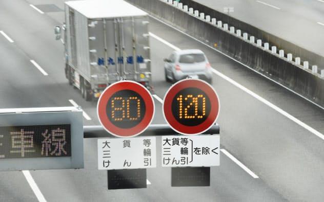 規制速度を時速120キロメートルに引き上げた新東名高速の区間(静岡県島田市)
