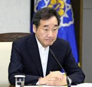 28日、韓国の世宗市で関係閣僚会議を開いた李洛淵首相(聯合=共同)