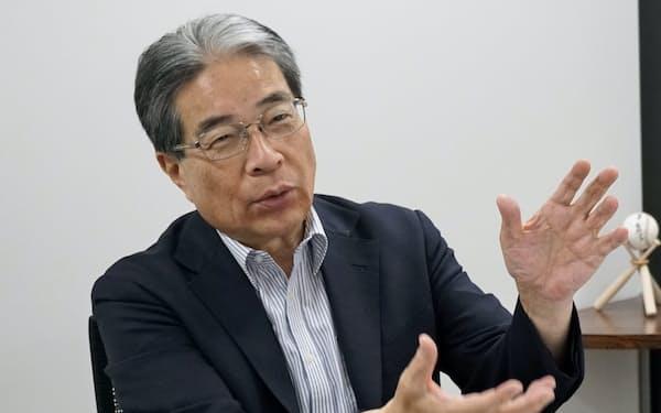 南風原朝和・東京大名誉教授