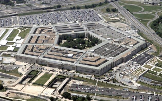 米国防省の100億ドル規模の契約見直しは、政治的策略だとの疑いを呼んでいる=ロイター