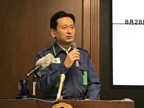 記者会見で質問に答える佐賀県の山口祥義知事(28日、県庁)