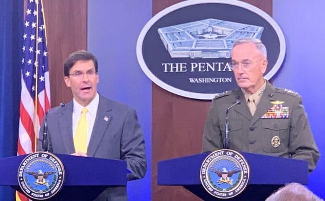 28日、ダンフォード米統合参謀本部議長(右)と記者会見に臨むエスパー国防長官(国防総省)