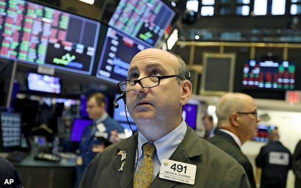 米債券市場では長期金利の低下が止まらない=AP