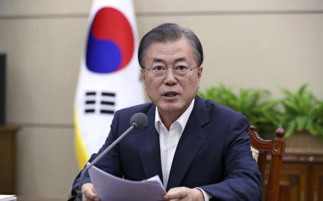 文大統領側近、曺国(チョ・グク)前民情首席秘書官ののスキャンダルは政権にダメージを与えている=AP