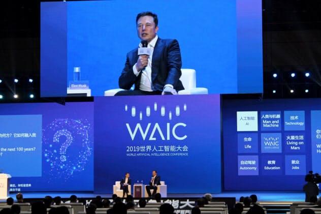 アリババのジャック・マー氏と対談するテスラのイーロン・マスク氏(上海市の世界AI大会)