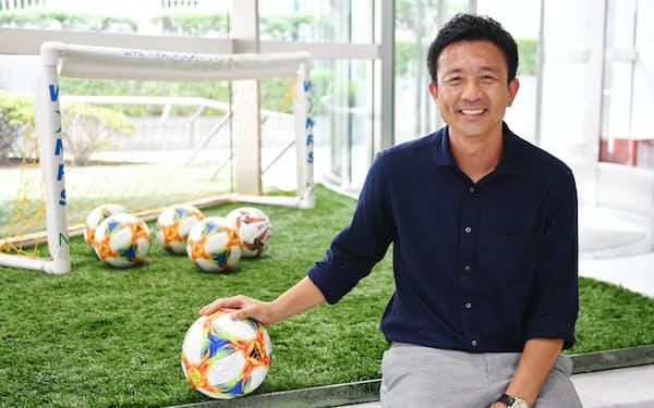 「緊張感を大事にしている」と話す、サッカー日本代表GKコーチの下田崇(2019年8月、東京都文京区のJFAハウス)