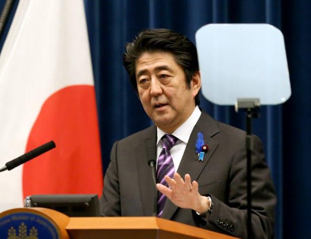 集団的自衛権の行使容認を閣議決定し記者会見する安倍首相(2014年7月、首相官邸)
