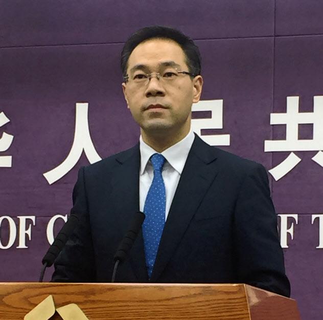 中国商務省の高峰報道官(29日、北京市内)