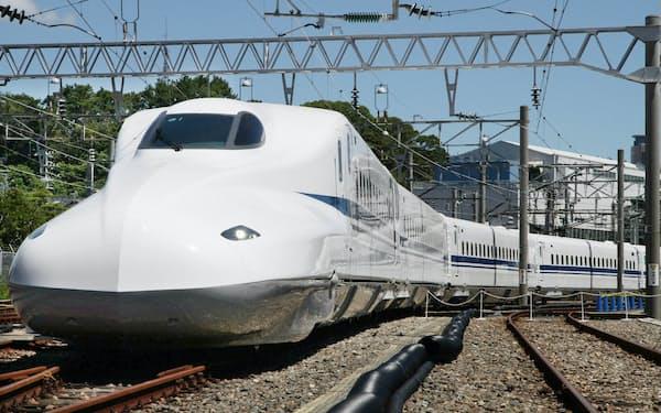 新幹線に60年間乗り続けると、10万分の5秒だけ未来に行けるという