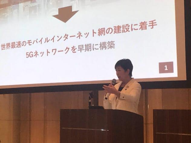 小池知事は「電波の道」を「都市間競争に打ち勝つ礎にする」と説明した(29日、東京都庁)